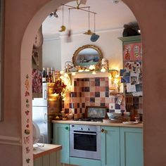Sweet little kitchen, very boho  via: bohemian_kitchen_decor