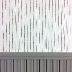 Yksityiskohta omasta kodista.  #tapetointihommia #liisterissä #maalaushommia #remonttiässä #harmaa #mustavalkoinen #siskonpaneeli #raksalla #sisustussuunnittelu #satulyyti #satulyytisisustaa #tikkurila_suomi #tapettitalo #pihlgrenritola  #wallpaper #decorating #decoratingtime #makinghome #interiordesign #details #myhome #onethingatatime #workingweek
