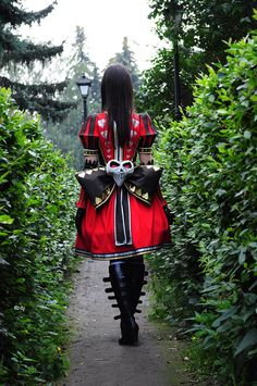 Fandom - Alice:Madness Returns Character - Alice (queen dress) Cosplayer - Dotokoto Photographer - Helena