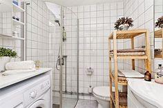 O banheiro não é local de coisas desnecessárias, aqui você precisa se concentrar na função e na utilidade de cada coisa, mesmo que a utilidade seja decoraç