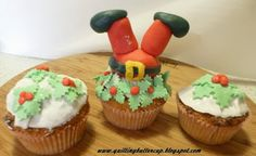 Christmas Cake Decoration: Santa and mistletoe