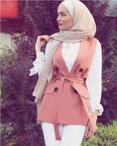 Even though trends can define certain seasons and dominate fashion scenes for years, in the end what lasts is how one expresses one's own sense of style and Hijab Fashion Summer, Modest Fashion Hijab, Fashion Outfits, Relaxed Outfit, Casual Hijab Outfit, Hijab Trends, Summer Accessories, Fashion Company, Spring Outfits