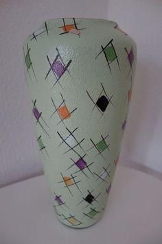 Pottery Painting Designs, Paint Designs, Bottle Painting, Bottle Art, Bennington Pottery, Buddha Decor, Keramik Vase, Small Apartment Decorating, Indian Home Decor