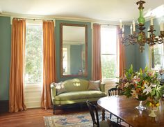 Julia Reed's New Orleans' home. Decorated with assistance from Thomas Jayne, decorator friends Suzanne Rheinstein and Patrick Dunne.