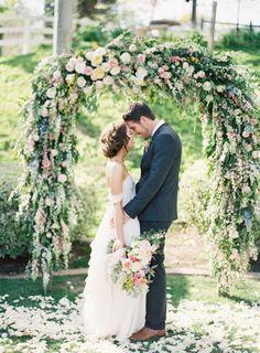 Hello romance: http://www.stylemepretty.com/2015/07/07/colorful-camarillo-private-estate-wedding/ | Photography: Michael Radford - http://www.michaelradfordphotography.com/