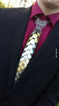 Saw this at prom today. Aluminium tie - Saw this at prom today… Aluminium tie - Cosplay, Look Fashion, Mens Fashion, Scale Mail, Chain Mail, Mode Outfits, Wire Jewelry, Wire Earrings, Jewlery