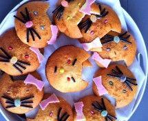 De leukste traktaties voor peuters en kleuters | ZOOK.nl - Hello Kitty gemaakt van eierkoek met dropveter en kokosbrood