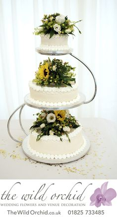 For a country wedding, mini sunflowers to decorate your wedding cake. Great for a late summer or autumn wedding!