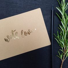 """HOCHZEITSPAPETERIE """"GOLD & KRAFTPAPIER"""" Hochzeit, Einladung, Hochzeitseinladung, Gold, Kraftpapier, Pappe, Kalligrafie, Calligraphy, Heißfolie, Postkarte, Save the Date by www.zartmint.de"""