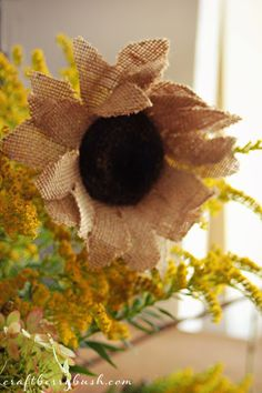 Very easy DIY to make these burlap sunflowers. Craftberry Bush: Burlap Sunflower Tutorial (cute for door decor) Burlap Projects, Burlap Crafts, Diy Projects To Try, Crafts To Make, Diy Crafts, Burlap Wreaths, Burlap Flowers, Diy Flowers, Fabric Flowers