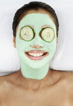 Masque clarifiant hydratant : 1/2 concombre + 1 yaourt à mixer (éplucher le concombre si non bio). Laisser poser 15 min