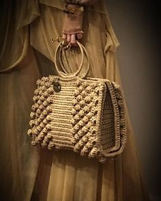 Best 12 Bobble stitch handbag crochet pattern with video tutorial – Artofit – SkillOfKing. Crochet Handbags, Crochet Purses, Handmade Handbags, Handmade Bags, Crochet Designs, Crochet Patterns, Crochet Baby, Knit Crochet, Instyle Fashion