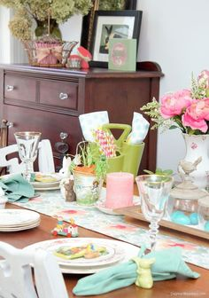Thrifty Easter Decor and Tablescape Ideas for the Blue Cottage. #Easter #table #homedecor  #birds #spring #tablesetting #homedecorideas Diy Projects Cans, Cool Diy Projects, Porch Decorating, Decorating Your Home, Decorating Ideas, Home Decor Bedroom, Diy Home Decor, Thrifty Decor, Outdoor Table Settings