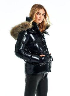 Ski Fashion, Winter Fashion, Sporty Fashion, Fashion Women, Parka Style, Jacket Style, Puffer Jackets, Women's Jackets, Middle Eastern Fashion