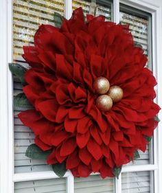 Adorable Christmas Wreath Ideas For Your Front Door 13