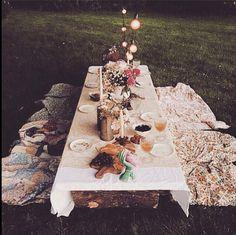 Al Fresco dining - a backyard picnic dinner Wedding Decor, Bali Wedding, Wedding Table, Party Deco, Backyard Picnic, Backyard Seating, Backyard Parties, Garden Parties, Dinner Parties