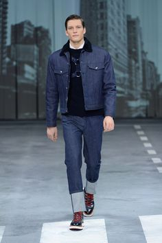 Have a glance at the #HOGAN looks from Men's Fall-Winter 2015/16 Presentation. #WALKDONTWALK