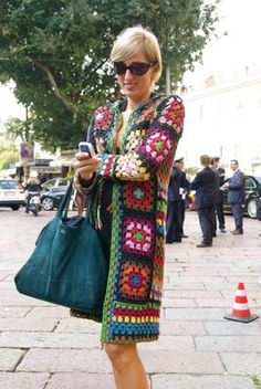 Abrigo con cuadros de ganchillo sin patrón. Afghan Granny Square Coat
