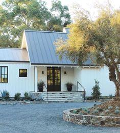 16 Beautiful Modern Farmhouse Exterior Ideas