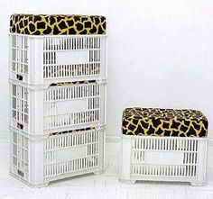 excellent idea for extra seating and then to store away. Milk Crate Furniture, Deco Furniture, Furniture Design, Small Accent Chairs, Accent Chairs For Living Room, Plastic Milk Crates, Crate Seats, Diy Ottoman, Reduce Reuse Recycle