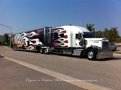 Kenworth custom W900L livin large