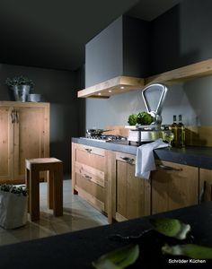 Landelijke keukens met warme diepe kleuren in combinatie met doorleefde materialen. Alles ademt klasse en kwaliteit.