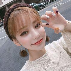 가을가을한 귀여운 내손톱💅🏻 먹구싶어💛 @witchnails_korea #위치네일스#가을젤네일#젤네일 Cute Korean Girl, Uzzlang Girl, Fashion Corner, Glowy Skin, Grunge Girl, Korean Makeup, Gorgeous Makeup, Tumblr Girls, Beautiful Asian Girls