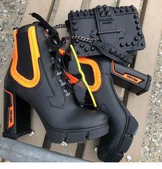 La imagen puede contener: Zapatos y botas - . Heeled Boots, Shoe Boots, Shoes Heels, Prada Shoes, Boot Heels, Prada Bag, Cute Shoes, Me Too Shoes, Fashion Shoes