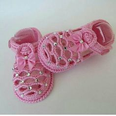 17 Ideas crochet flowers flat baby shoes Source by boosheebaby Shoes Crochet Baby Sandals, Crochet Baby Boots, Knitted Booties, Baby Girl Crochet, Crochet Shoes, Crochet Slippers, Crochet For Kids, Baby Booties, Baby Shoes Pattern