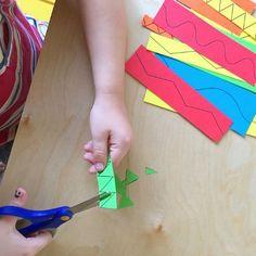 Scissor cutting practice, from toddler to preschool at How we Montessori Montessori Practical Life, Montessori Toddler, Montessori Activities, Motor Activities, Physical Activities, Physical Education, Cutting Activities For Kids, Sensory Activities Toddlers, Classroom Fun