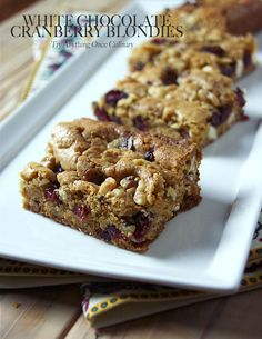 White chocolate cranberry blondies are sweet, rich and delicious even without a scoop of ice cream on the side. The recipe calls for dried cranberries so you can make these any time of the year. Great Desserts, Homemade Desserts, Delicious Desserts, Dessert Recipes, Cookie Recipes, White Chocolate Blondies, Brownie Bar, Frozen Treats, Sweet Bread