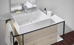 Fits perfectly into small urban bathrooms: the Junit collection by Burgbad playfully combines ceramic washbasins with open and closed furniture elements. Design by nexus product design. Hippie Home Decor, Cute Home Decor, Luxury Homes Interior, Luxury Decor, Home Interior, Interior Simple, Manufactured Home Remodel, Decor Scandinavian, Bad Inspiration