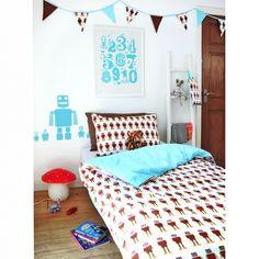 BLAFRE bed linen and buntings; http://blafre.com/sider/butikk.asp?liste=69&tittel=Senget%F8y&produktgruppe=69&sort=produktnavn%20desc