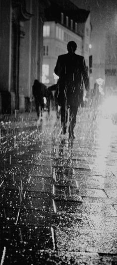 Rain- photo by Johannes Carlsohn Walking In The Rain, Singing In The Rain, Rainy Night, Rainy Days, Night Rain, Rain Photography, Street Photography, B&w Tumblr, I Love Rain
