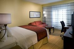 Relaxing in a King Guest Room at the Courtyard Orlando International Drive Convention Center is just what you need after a long day of exploring Orlando.
