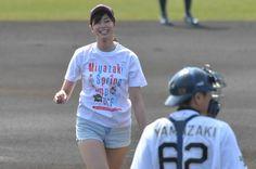 稲村亜美さんの「神投球」 写真特集:時事ドットコム