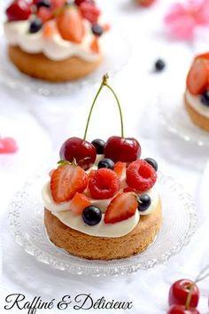 Tartelettes aux fruits rouges, Ganache montée au chocolat blanc, vanille sur palet breton – Raffiné et Délicieux