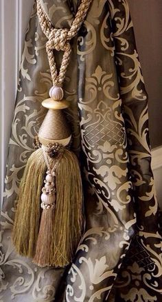 THE DRAPES AND TIEBACKS ARE BEAUTIFUL...NOTICE HOW LOW THE TIEBACKS ARE HUNG.....KEEPER..BEAUTIFUL