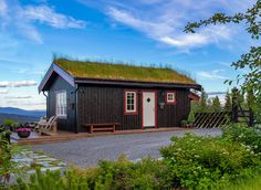 Roger's Hytteside - Den ferdige hytta Lake Cabins, Scandinavian, New Homes, Cottage, House Styles, Building, Home Decor, Cabin, Decoration Home