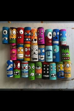 Make monsters out of toilet paper rolls. - Basteln mit Klopapierrollen - Arts And Crafts Toilet Paper Roll Art, Rolled Paper Art, Kids Crafts, Arts And Crafts, Ideias Diy, Collaborative Art, Recycled Art, Art Classroom, Teaching Art