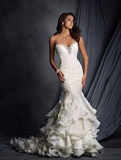 Vestidos de novia con escote corazón, ¡para las más románticas!