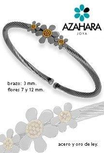 Pulseraa de acero y oro de la firma Azahara Joya. Acero quirúrgico libre de alergias y oro amarillo. Pulsera de aro abierta con cuerpo en espiral y tres motivos de flores de margarita en dos tamaños en el centro.
