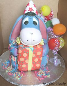 If I ever go to Disneyland for my birthday, I want this cake! I love Eeyore!