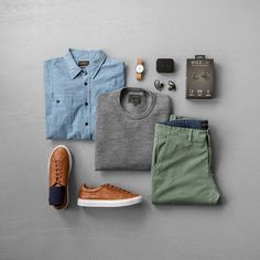 Grande When it comes to Spring colors and layering, this is normally what it looks like. When it comes to Spring colors and layer. Business Casual Men, Men Casual, Fitness Watches For Women, Green Chinos, Outfit Grid, Gentleman Style, Mode Style, Mens Clothing Styles, Ideias Fashion