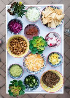 colorful taco bar toppings perfect for an outdoor taco party this summer Taco Dinner, Dinner Party Menu, Dinner Party Recipes, Dinner Themes, Nye Party, Taco Bar Party, Fiesta Party, Buffet Vegan, Taco Bar Buffet