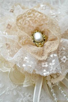 Large Ecru Gillyflower - Handmade lace flower brooch