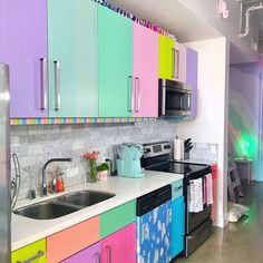 This Woman Has The Most Colorful Apartment You've Ever Seen And Even Unicorns Are Jealous Kitchen Backsplash, Diy Kitchen, Kitchen Interior, Kitchen Cabinets, Kitchen Ideas, Crazy Kitchen, Backsplash Ideas, Colorful Kitchen Decor, Kitchen Colors
