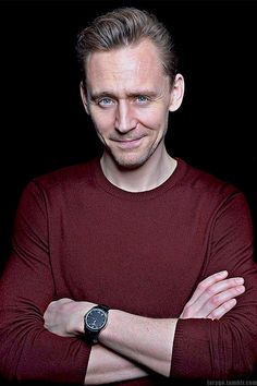 Happy Sunday!!!!! (Glædelig Søndag!!!!!) Tom Hiddleston.  How about some casual Hiddles?