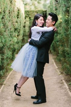 20 Non-Cheesy Poses for Your Engagement Shoot | Bridal Musings Wedding Blog 9