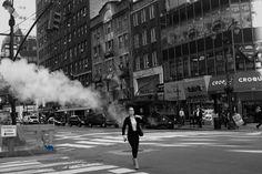 Aujourd'hui le chameau bleu vous propose un cours d'anglais, repeat after me: Bryant is in Times Square...heu Brian is in the kitchen....sinon vous pouvez opter pour la balade à Bryant Park et ses environs, c'est par là:  http://www.lechameaubleu.com/2016/05/new-york-bryant-is-in-times-square.html  #bh #bigapple #burger #chelsea #etatsunis #highline # newyork #travel #voyage #photography #polaroid #rumhhouse #shakeshack #usa #timesquare   